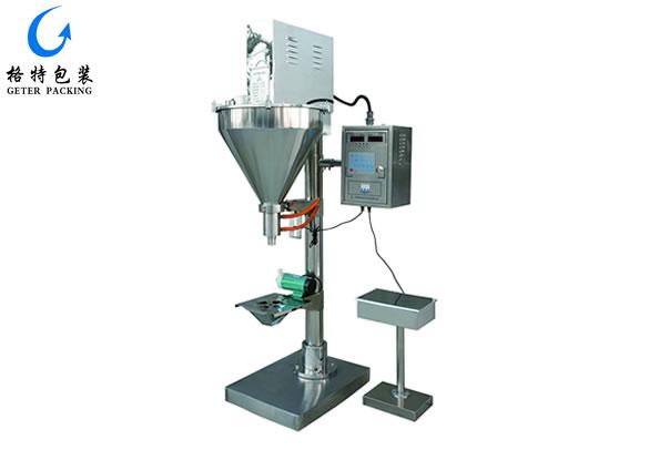 格特机电技术人员在为客户安装调试粉剂包装机