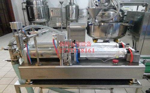 三家村酒厂双头液体灌装机